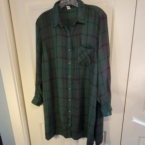 Old Navy Button Down Plaid Long Shirt Size L